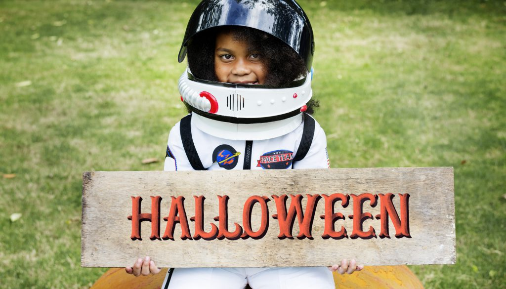 pexels-photo-1371179-halloween-astronaut